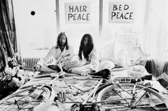 Pour-vivre-heureux-restons-couchés-01-bed_in.jpg