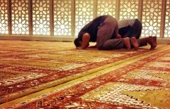 sujud-salle-priere-mosquee.jpg