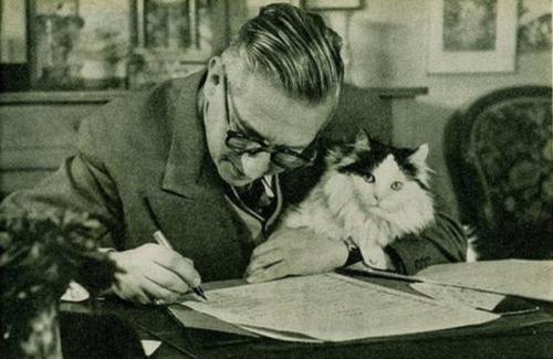 Sartre au travail.jpg